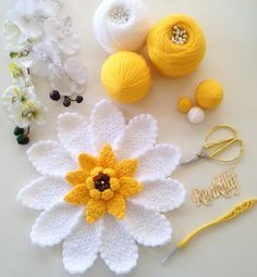 Hercai lif modeli yapımı - Canım Anne Best Picture For DIY Hair Accessories for wedding For Your Taste You are looking for something, and it is going to tell you exactly what you are looking for, and Diy Crochet Flowers, Crochet Daisy, Crochet Flower Tutorial, Crochet Flower Patterns, Crochet Crafts, Crochet Projects, Bobble Crochet, Crochet Motif, Crochet Doilies