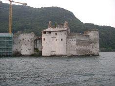 Kasteel op een eilandje in het Lago Magiorre ter hoogte van Cannero, Italië