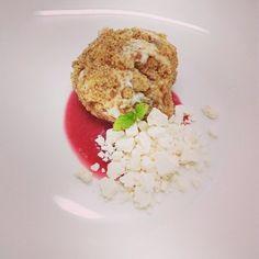 Rocher di Ricotta, Salsa al Lampone e Meringa 😇 Foto inviataci da @marcoballeri Per saperne di più potete visitare il suo sito www.chefballeri.it Scrivici per condividere con noi la tua ricetta ______________________________ #food #foodporn #eat #eataly #cibo #mangiare #instafood #instagood #instagram #instalike  #ricetta #recipe #recipes #essen #november #italia #novembre #2017 #picoftheday #followme