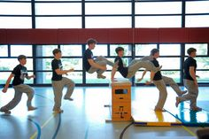 Parkour Moves, Parkour Kids, Crossfit Kids, Pe Lessons, Taekwondo, Yoga, Gymnastics, Middle School, Basketball Court