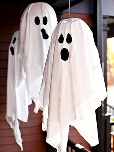 DIY Halloween Ghost If you have spare white clothes, then you'd love this ideas. When it's windy, these ghosts will definitely sway like they're actually alive!  Read more at: