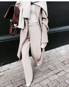 Image discovered by h a n n a h. Find images and videos about fashion and myyouthisyours on We Heart It - the app to get lost in what you love. Work Fashion, Daily Fashion, Fashion Looks, Fashion Fashion, Beige Outfit, Business Outfits, Business Fashion, Color Style, My Style