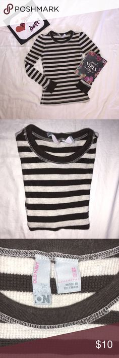long sleeve top 🐾 very nice like new no flaws  measurement in inches length : 19 width : 11 sleeve length : 14 1/2  pls. note that colors may vary due to lighting and photography    check my listing and bundle to save . will give u a very good discount. Old Navy Shirts & Tops Tees - Long Sleeve