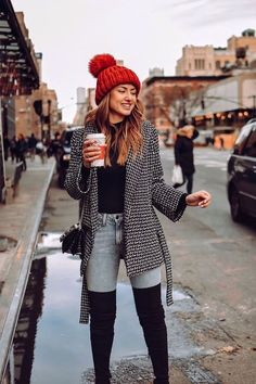 20 Outfits We Want to Copy Right Now - Black sweater with a red beanie, patterned coat and thigh high boots. Visit Daily Dress Me at daily - Stylish Winter Outfits, Cute Fall Outfits, Winter Fashion Outfits, Fashion Weeks, Fall Winter Outfits, Fashion 2018, Autumn Fashion, Casual Outfits, Winter Clothes