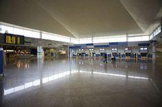Aeropuerto de A Coruña (LCG) en Culleredo, Galicia http://www.aena-aeropuertos.es/csee/Satellite/Aeropuerto-A-Coruna/es/Page/1048146841374//Presentacion.html