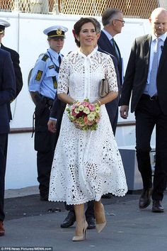 23 May Crown Princess Mary of Denmark dazzles in white lace as she opens a sailing centre in Aarhus Crown Princess Mary opened a sailing centre in Aarhus with husband Frederik. The Australian-born royal chose a Temperley London dress and Prada heels. Crown Princess Mary, Royal Princess, Princess Style, Princesa Mary, Princesa Real, Aarhus, Indian Fashion Modern, Temperley London Dress, Noble People