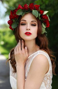 ImageFind images and videos about girl, beautiful and beauty on We Heart It - the app to get lost in what you love. Girls With Flowers, Flowers In Hair, Beautiful Girl Image, Beautiful Women, Mode Baroque, Floral Headdress, Boho Stil, Flower Crown Wedding, Flower Crowns