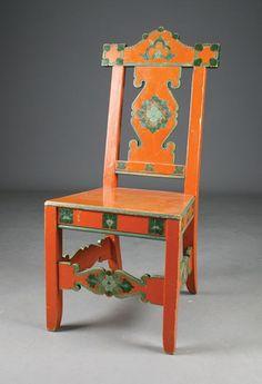 Øystein Vesaas: 6 malte og utskårede stoler. Gave fra Vesaas til Rikard Berge i 1917. Prisantydning: ( 3000 - 3500) Solgt for: 3000