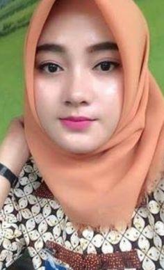 Pin Image by Celebrity Good – Hijab Fashion 2020 Beautiful Muslim Women, Beautiful Hijab, Hijab Online Shopping, Myanmar Women, Muslim Beauty, Hijab Chic, Girl Hijab, Muslim Girls, Beauty Full Girl