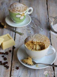 Come fare le mug cake al caffè con cuore di cioccolato bianco