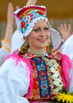 Folk costume from Liptovske Sliace - Slovakia We Are The World, People Around The World, Bratislava, Vietnam Costume, European Costumes, Beautiful People, Beautiful Women, Beauty Around The World, Beautiful Costumes