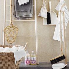 並べているだけで絵になる美しい掃除道具たち。 掃除したいという気持ちがふつふつと湧きあがってきませんか?