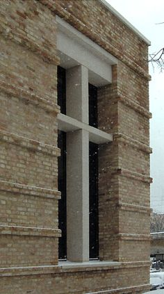 1:1 scale mockup of part of a window of the new wing of the Neues Museum by David Chipperfield.