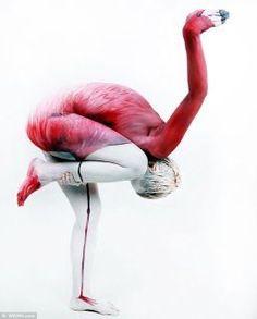 Bodypaint kunst in verwondering een wereld bekeken. - Plazilla.com