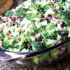 Fresh Broccoli Salad - this is close to the one Mama and I make. We use craisens and red wine vinegar though.Broccoli raisin salad is easy Think Food, I Love Food, Good Food, Yummy Food, Tasty, Broccoli Salad Bacon, Fresh Broccoli, Brocolli Salad, Broccoli Raisin Salad