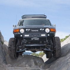 Total Chaos Long Travel and tummy tuck on an FJC turns these into crawling beasts. #fjc #crawling #offroad #4x4 #fjcruisers #rubicon #toyota http://ift.tt/293T4L2