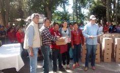 Obras - Entrega de Paquetes de Aves de Postura - H. Ayuntamiento de Tepetlaoxtoc