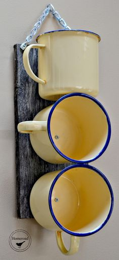 I can show you how to create a wall organizer using enamelware mugs for the office or kitchen. Diy Home Decor For Apartments, Apartment Ideas, Diy Rangement, Home Decoracion, Vintage Enamelware, Ideias Diy, Diy On A Budget, Diy Table, Organizer