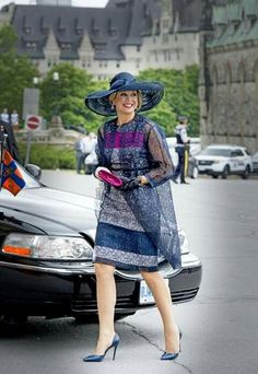 Queen Maxima in Canada Royal Queen, Queen Dress, Estilo Fashion, Queen Maxima, Royal Fashion, Mother Of The Bride, Designer, Beautiful Dresses, Formal