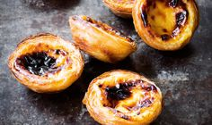 Desserts From Around the World: Portuguese Custard Tarts: Pastéis de Nata Portuguese Custard Tarts, Portuguese Egg Tart, Köstliche Desserts, Dessert Recipes, Desserts Around The World, Portuguese Recipes, Tart Recipes, Sweet Tooth, Scones