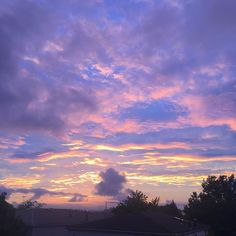 To even mid-island! Perfect way to end a Monday!  #realestatesiny #statenisland #newyork #rainyday #sunsets #midisland #heartlandvillage #newspringville