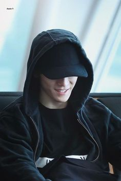 Taeyong appears like a serial killer but actually a cinnamon bun :3