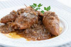 Ya tenéis los calamares rellenos con salsa de cebolla con paso a paso en foto http://www.recetasderechupete.com/receta-de-calamares-rellenos-con-salsa-de-cebolla/1346/
