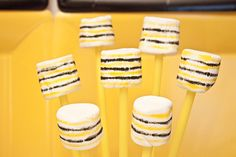 marshmallows with edible markers = honeycomb :) Bee Party, Marshmallows, Honeycomb, Piggy Bank, Markers, Desserts, Crafts, Inspiration, Food