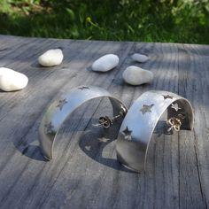 Ein ausdrucksstarker Ohrschmuck in Silber 925 Cuff Bracelets, Gemstone Rings, Gemstones, Jewelry, Gemstone Beads, Ear Jewelry, Studs, Rhinestones, Stars