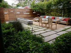 Don't be tempted to overspend when creating the perfect outdoor space. The large backyard landscaping ideas can get costly quickly if you're not careful. Large Backyard Landscaping, Modern Backyard, Backyard Ideas, Modern Fence, Landscaping Tips, Pool Ideas, Patio Ideas, Outdoor Spaces, Outdoor Living