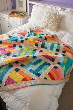Warm and cool prints create contrast in this throw-size quilt pattern. Use batik fabrics for an exciting finish and a scrappy binding to complete the look. Jellyroll Quilts, Scrappy Quilts, Easy Quilts, Bed Quilts, Strip Quilts, Quilt Blocks, History Of Quilting, Quilt Modernen, Colorful Quilts