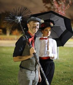 Costume Idea - Mary Poppins and chimney sweep Bert Kostüm Idee - Mary Poppins und Schornsteinfeger Bert, Mary Poppins Und Bert, Mary Poppins Disfraz, Mary Poppins And Bert Costume, Mary Poppins Musical, Mary Poppins Outfit, Hallowen Costume, Disney Halloween Costumes, Carnival Costumes, Cool Costumes