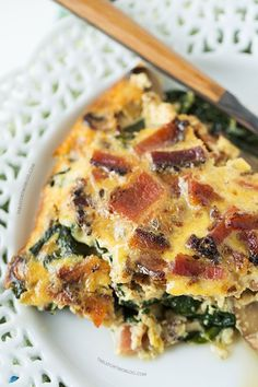 I LOVE quiche! Crustless Bacon, Spinach, and Mushroom Quiche will be the star at your next brunch! Egg Recipes, Brunch Recipes, Low Carb Recipes, Cooking Recipes, Healthy Quiche Recipes, Turkey Bacon Recipes, Brunch Ideas, Quiches, Breakfast Dishes