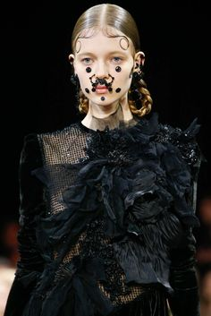 Givenchy - Fall 2015 Ready-to-Wear - Look 28 of 106 Carnivorus blak rose