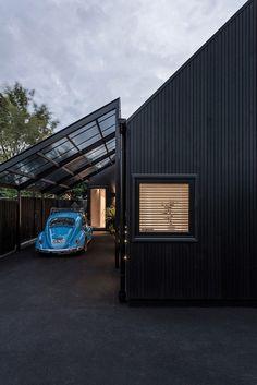 Black Urban Cottage / CoLab Architecture