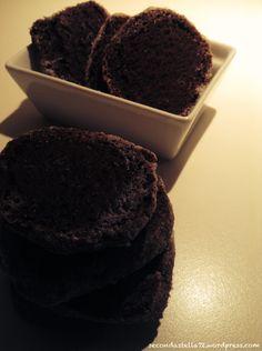 Biscotti Heidesand al doppio cioccolato.   Fare questi biscotti e' stato semplicissimo, in po' come quando fai il salame di cioccolato. Spero che questo cielo grigio plumbeo lasci finalmente posto al sole e al calore settembrino, per...