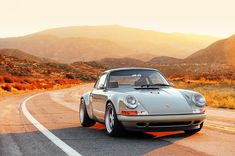 Sketchbook historic cars : NEW YORK 911 Reimagine SINGER - A Porsche in the sun