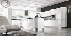 une cuisine blanche et moderne avec des meubles en forme ovale