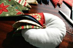Step - Continue to add prairie points Folded Fabric Ornaments, Quilted Christmas Ornaments, Christmas Tree Toy, Christmas Sewing, Christmas Fabric, Prairie Point Star Ornament, Christmas Projects, Christmas Crafts, Prairie Points