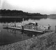 Wheatland Ferry on the Willamette River, Oregon, 1937 :: Ben Maxwell Collection