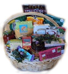 Healthy pregnancy gifts in a basket. Pregnancy Gift Baskets, Pregnancy Gifts, Gourmet Gifts, Food Gifts, Dyi Gift Baskets, Basket Gift, Splendid Spoon, Baby Bling, Coffee Gifts