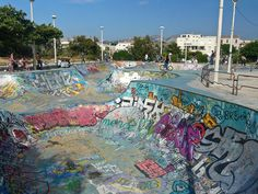 Skate Parks In The World : 8 Coolest, Best and Largest Graffiti Wallpaper Iphone, Skate Ramp, Skateboard Pictures, Cool Skateboards, Longboarding, Background Pictures, Aesthetic Backgrounds, Cool Pictures, Surfing