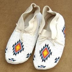 Recreate the patterns on these amazing Cheyenne moccasins for my shoes