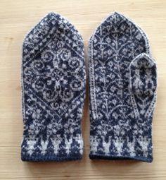 stranded knitting.  mittens.  blue.