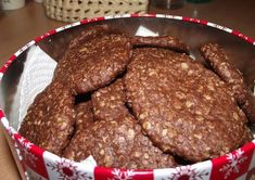Csokis zabkeksz Healthy Cake, Healthy Sweets, Cookie Recipes, Dessert Recipes, Desserts, Diet Cake, Chocolate Oatmeal, Hungarian Recipes, Homemade Cookies