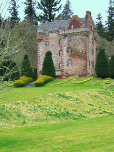 """Castle Leod, home of the MacKenzie Chieftain. This place has whole tour of all the places in the book """"Outlander"""" by Diana Gabaldon and I HAVE TO GO!!"""