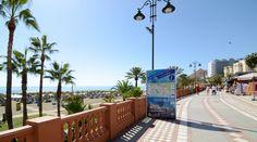 Sea-front promenade and beach in Benalmádena Costa// Paseo marítimo con la playa en Benalmádena Costa.