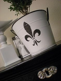 Frenchy Flower Pot
