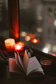 Books by candlelight Book Wallpaper, Apple Wallpaper Iphone, Reading Wallpaper, Apple Iphone, Autumn Aesthetic, Book Aesthetic, Wallpapers Tumblr, Cute Wallpapers, Autumn Cozy
