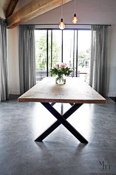 A nice combination of metal table legs and wooden boards. Dinner Tables Furniture, Diy Dining Table, Dining Table Legs, Fine Dining Room, Modern Dining Room Tables, Dining Room Table, Metal Dining Room, Wood Dinner Table, Dinning Room Tables